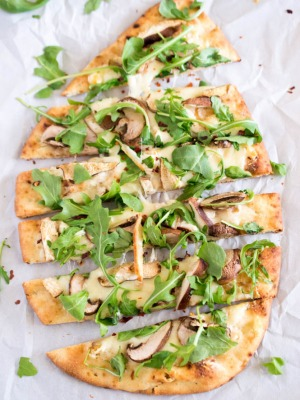 How To Make Mushroom Arugula Flatbread Pizza | chefsavvy.com