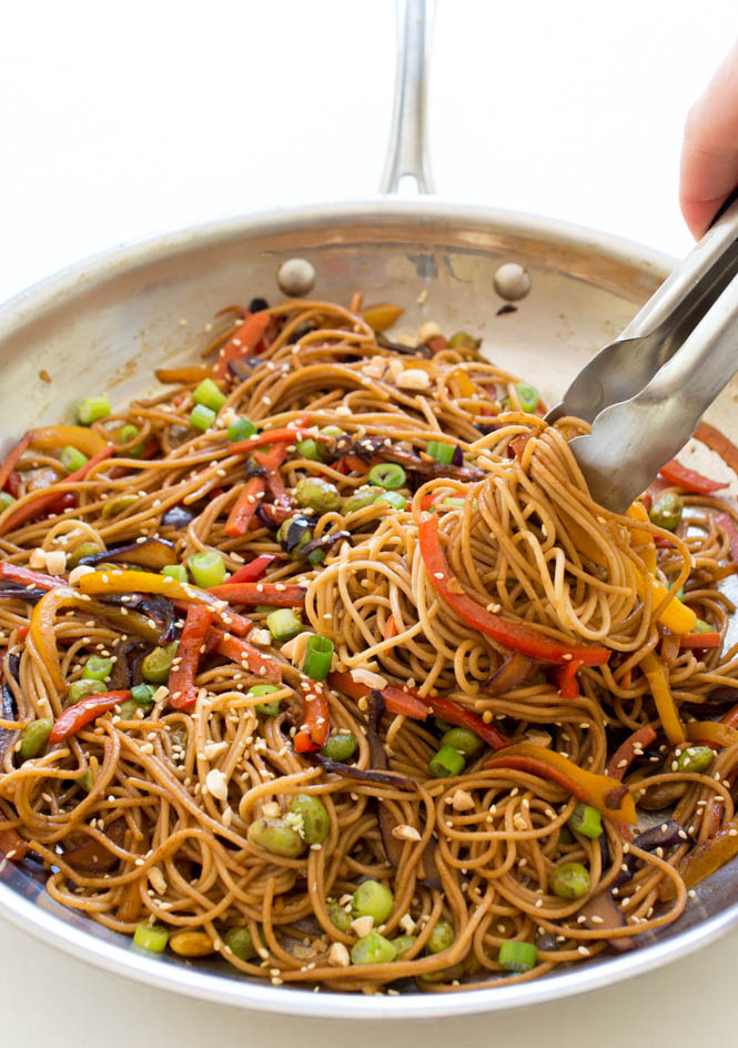 30 Minute Rainbow Vegetable Noodle Stir-Fry | chefsavvy.com