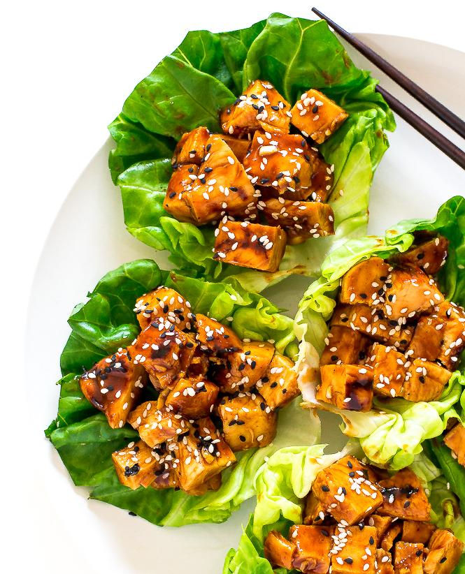 Involucri della lattuga di pollo Hoisin | chefsavvy.com