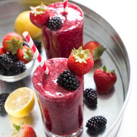 Easy-Frozen-Mixed-Berry-Lemonade
