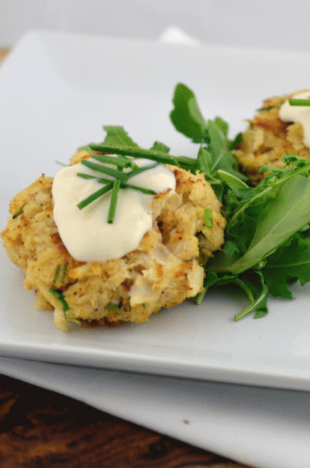 Crab cakes with Lemon Aioli | Chefsavvy.com