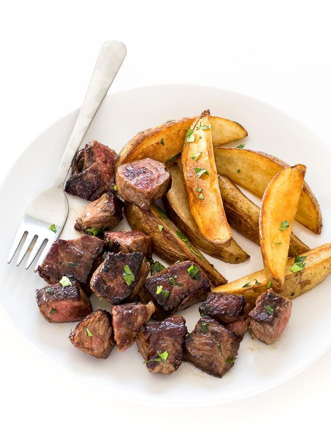 Garlic Steak Bites and Potatoes | chefsavvy.com