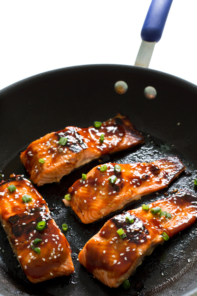 Honey Sriracha Glazed Salmon | chefsavvy.com