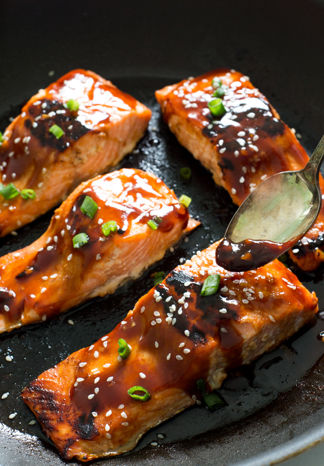Honey Sriracha Salmon | chefsavvy.com