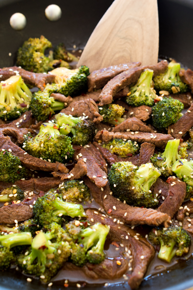 Easy 20 Minute Beef and Broccoli | chefsavvy.com #recipe #dinner #beef #broccoli