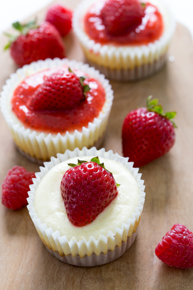 Super Easy Mini Cheesecake Cupcakes