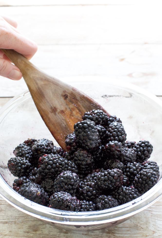 Easy Blackberry Crisp