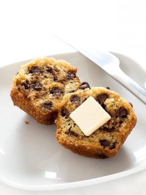 How To Make Chocolate Chip Muffins | chefsavvy.com