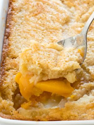 How To Make Peach Cobbler | chefsavvy.com