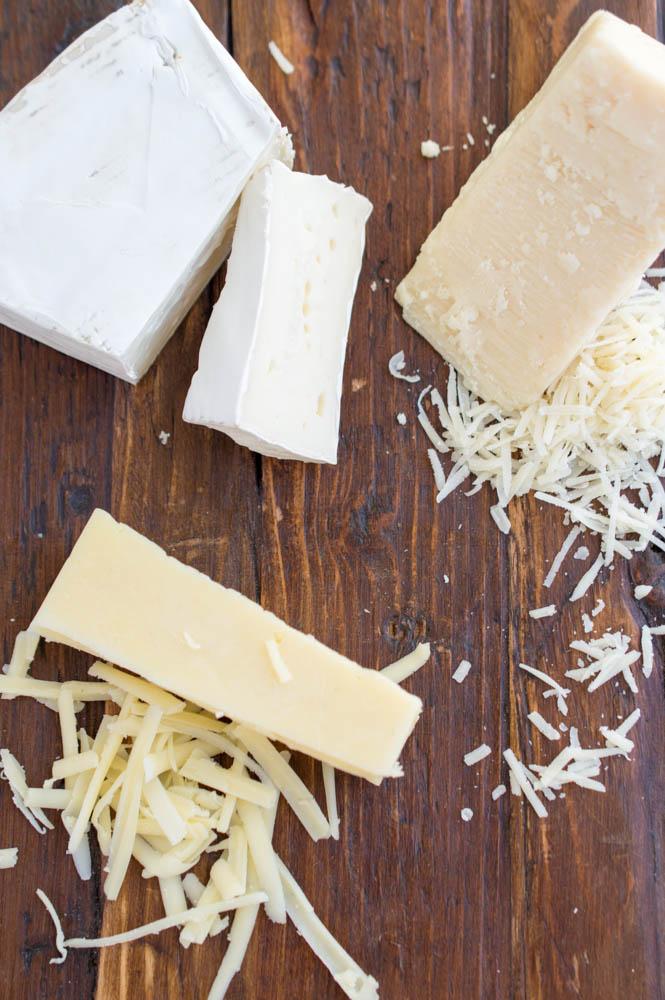 Creamy Three Cheese Brie Mac and Cheese With Garlic Panko Breadcrumbs | chefsavvy.com #recipe #cheese #side #macaroni