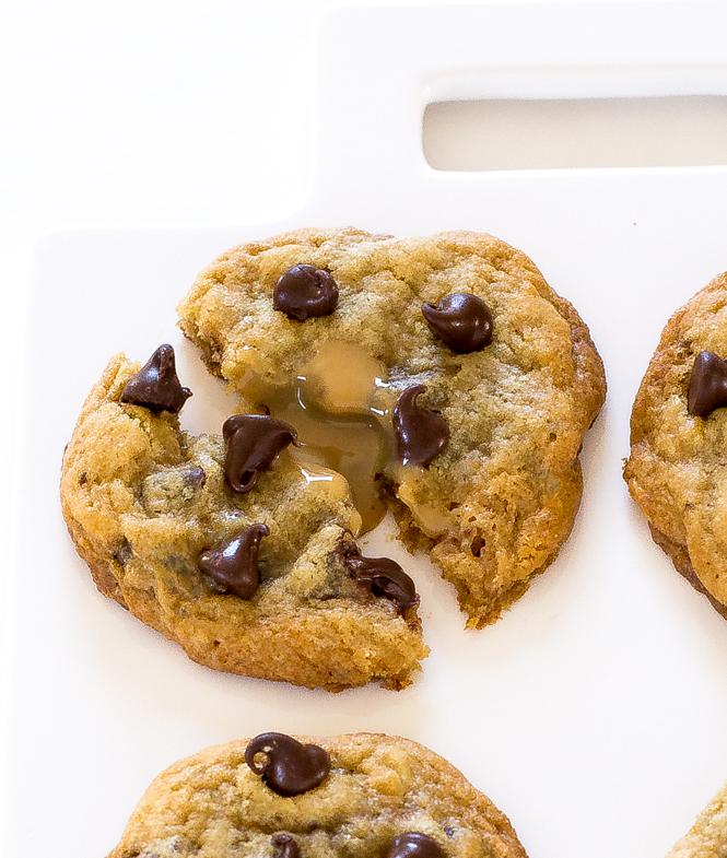Easy Dulce de leche Cookies | chefsavvy.com