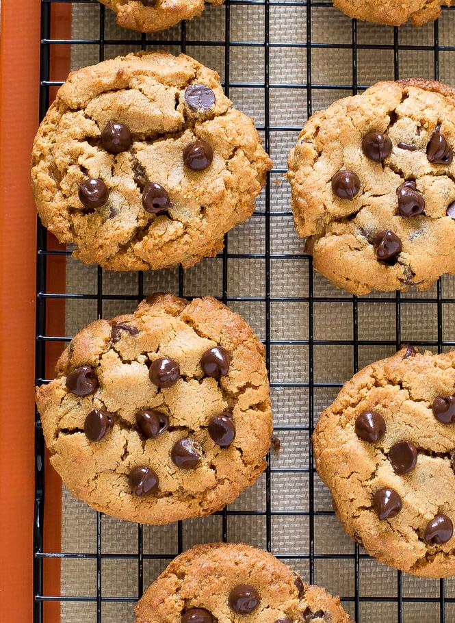 Flourless Peanut Butter Cookies | chefsavvy.com