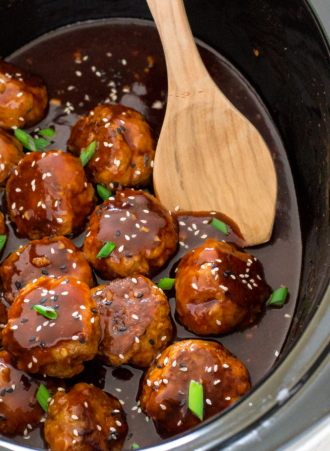 Crockpot Sriracha Meatballs | chefsavvy.com