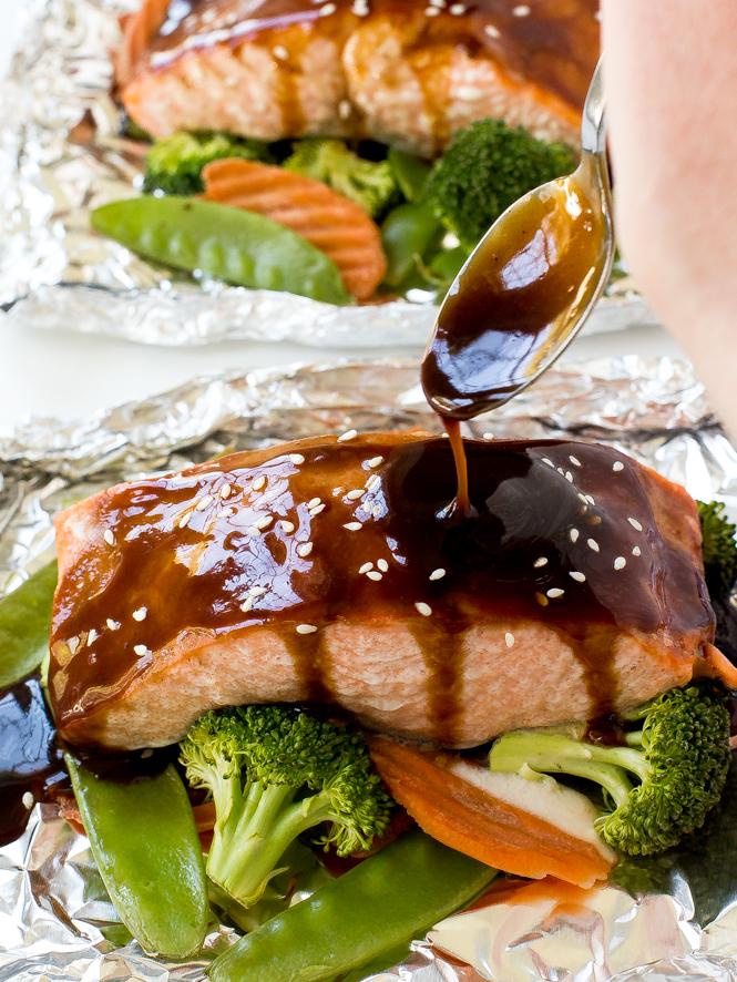 Hoisin Glazed Salmon and Veggies in Foil | chefsavvy.com