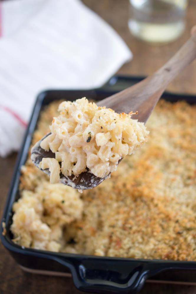 Creamy Three Cheese Mac and Cheese With Garlic Panko Breadcrumbs | chefsavvy.com #recipe #cheese #side #macaroni