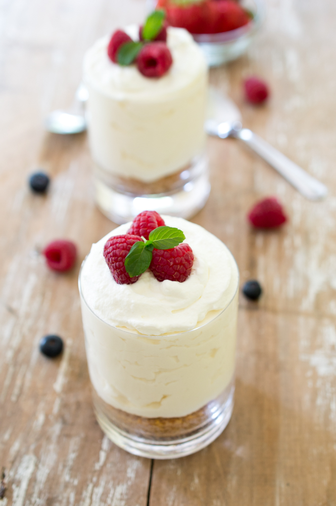 Individual No Bake Vanilla Cheesecake | chefsavvy.com #recipe #dessert #cheesecake