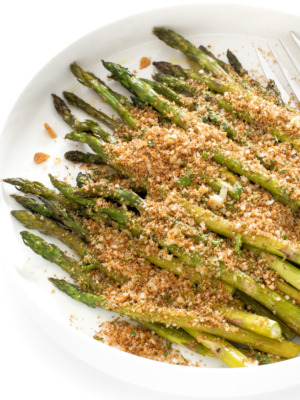 How To Make Roasted Asparagus With Garlic Breadcrumbs | chefsavvy.com