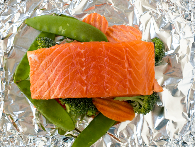 Baked Salmon and Veggies in Foil | chefsavvy.com