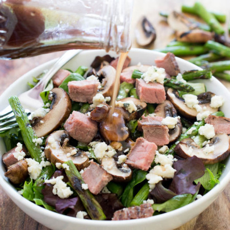 Steak Salad with Grilled Asparagus and Mushrooms