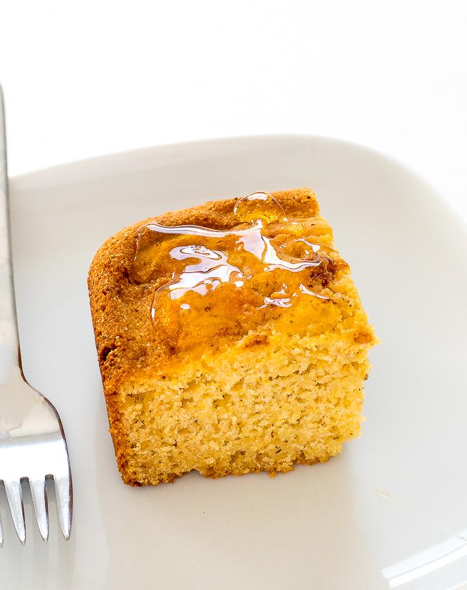 Easy Cornbread | chefsavvy.com
