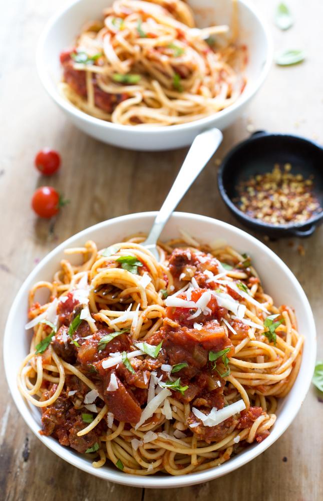 Super Easy Slow Cooker Tomato Sauce