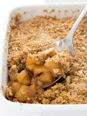 homemade apple crisp recipe | chefsavvy.com