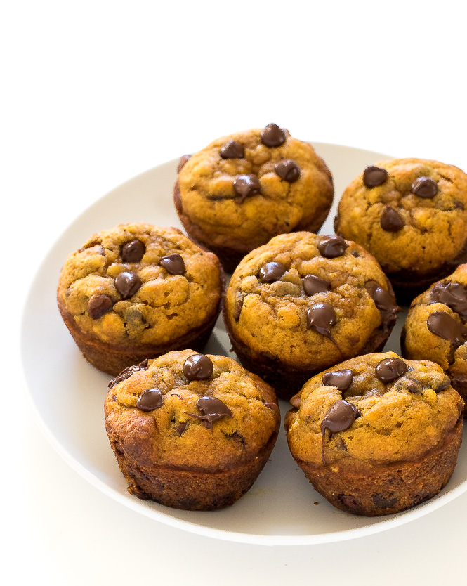 The best pumpkin chocolate chip muffins | chefsavvy.com
